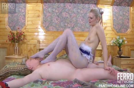 Русская блондинка устроила жесткое порно с мужиком блондином