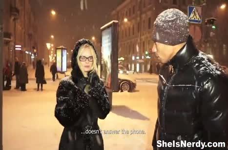 Парниша согрел блондинку с улицы своим большим членом