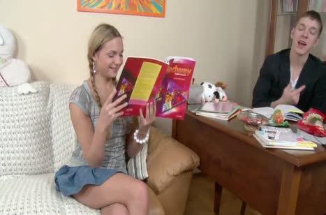 Молодой репетитор английского трахнул русскую студентку