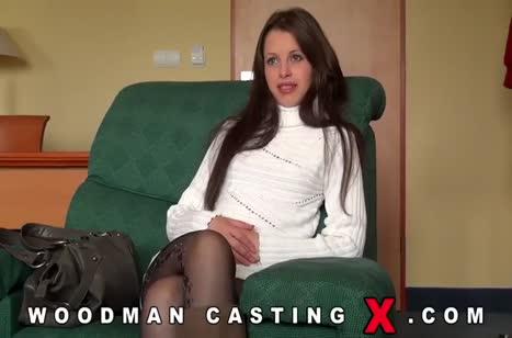 Русская брюнетка попробовала себя на порно кастинге