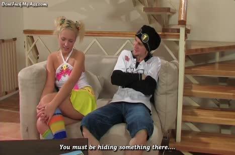Русская блондинка быстро возбудилась от секс игрушки