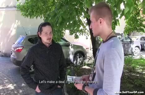 Парень согласился дать попользоваться свою девушку