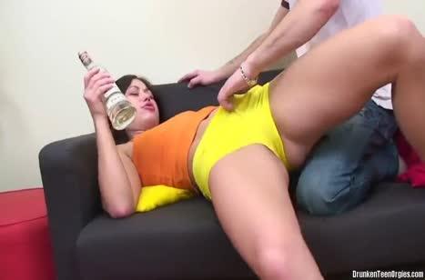 Молодые напились и решили снять свою домашнюю порнушку