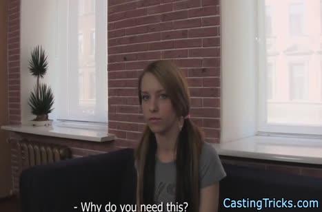 Чувак проводит порно собеседование студентке