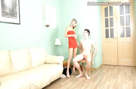 Блондинка связывает парня и наказывает его за измену
