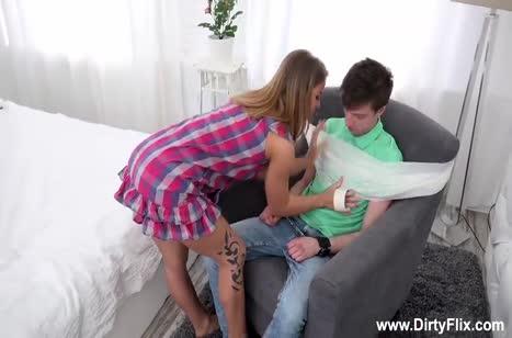 Девушка узнала об изменах парня и жестко отмстила ему