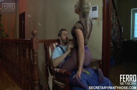 Блондинка с шикарной жопой хочет смачного секса