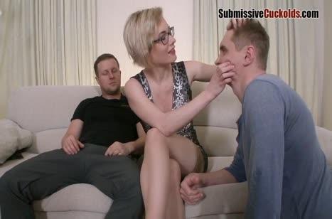 Зрелая русская блондинка не жалеет даже свою задницу