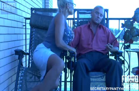 Мужик пялит грудастую русскую жену на балконе